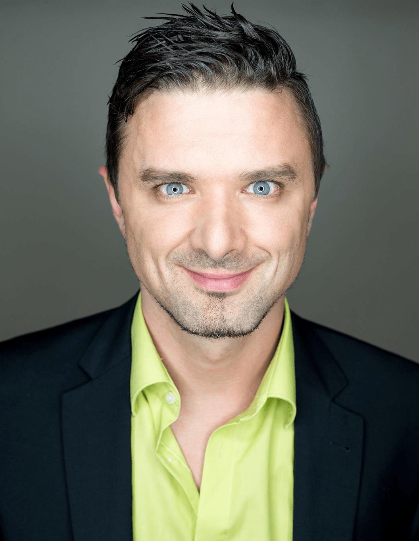 Alexander Woldrich - Moderator, Kommunikationscoach, Sprecher, DJ